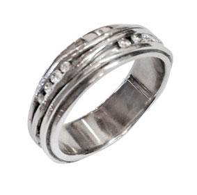 Platinum & Diamonds Wavy Ring