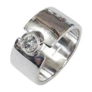 Colette Hazelwood Contemporary Jewellery. silver diamond ring