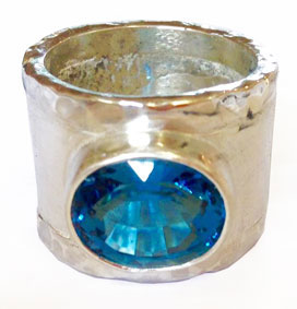 Colette Hazelwood Contemporary Jewellery. Silver Ring with London Blue Topaz