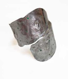Colette Hazelwood Contemporary Jewellery. chunky silver and emeralds bangle