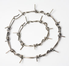 medium barb wire necklace