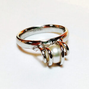 pearl white gold ring