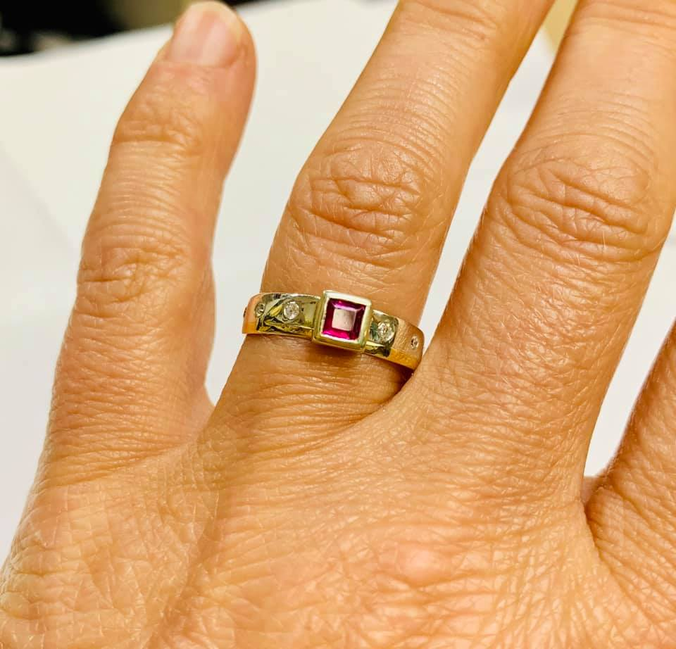 Colette Hazelwood Contemporary Jewellery gold, ruby & ring