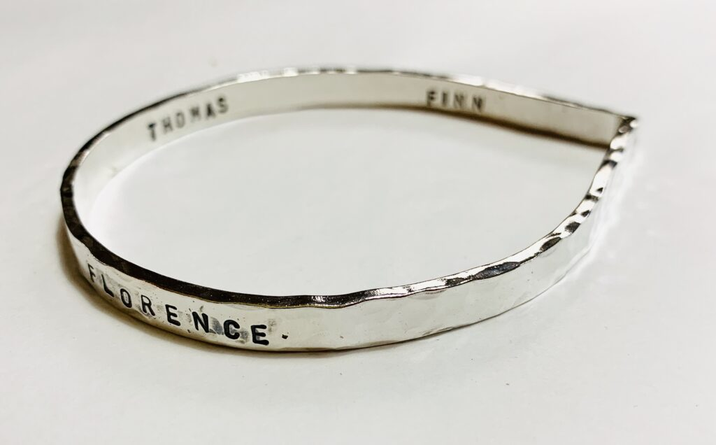 silver hammered teardrop message bangle