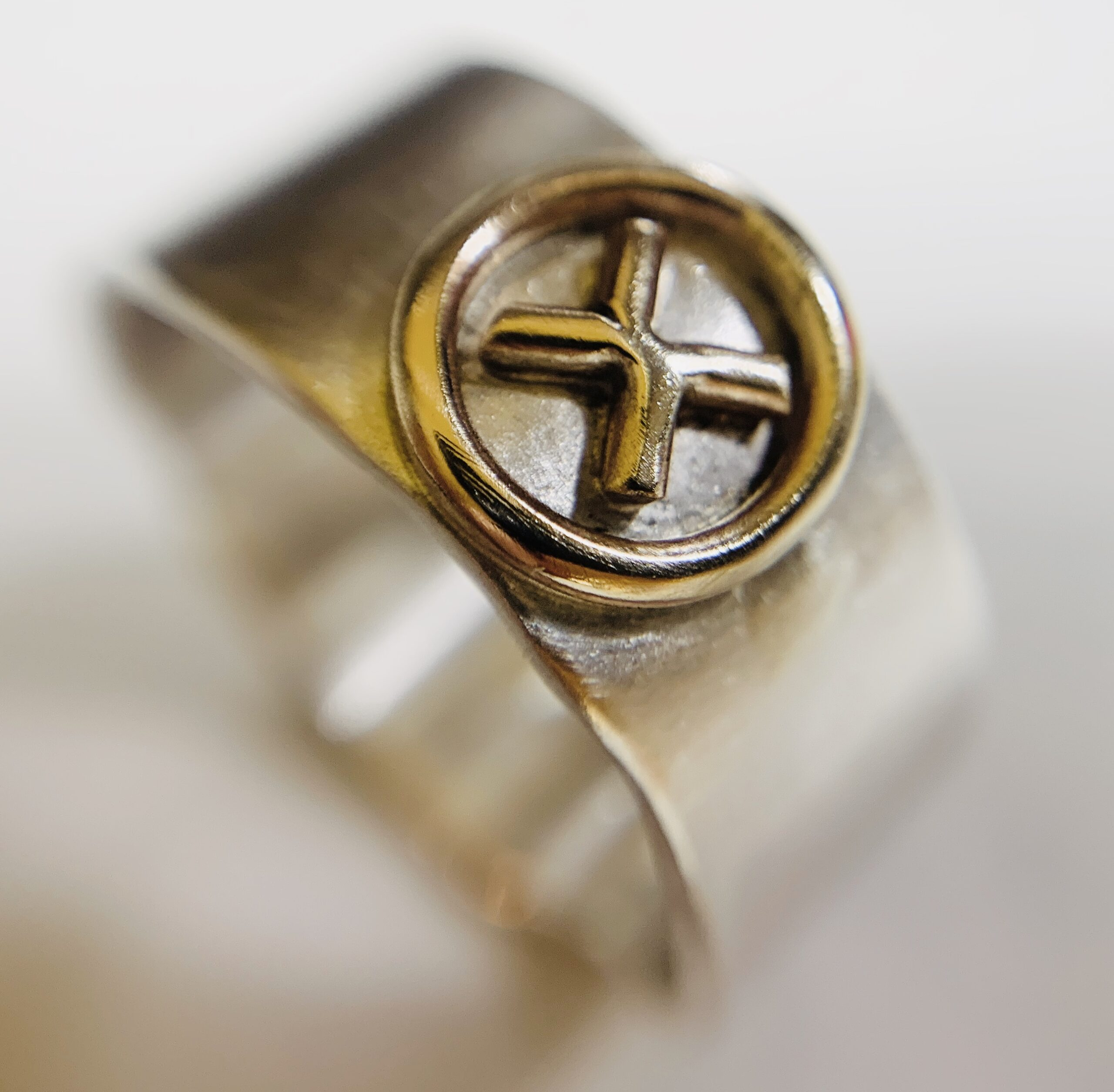 Lustre silver & gold ring by Colette Hazelwood Contemporary Jewellery