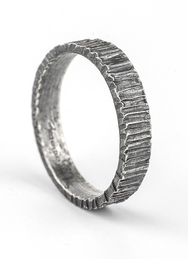 4mm bark oxidised ring
