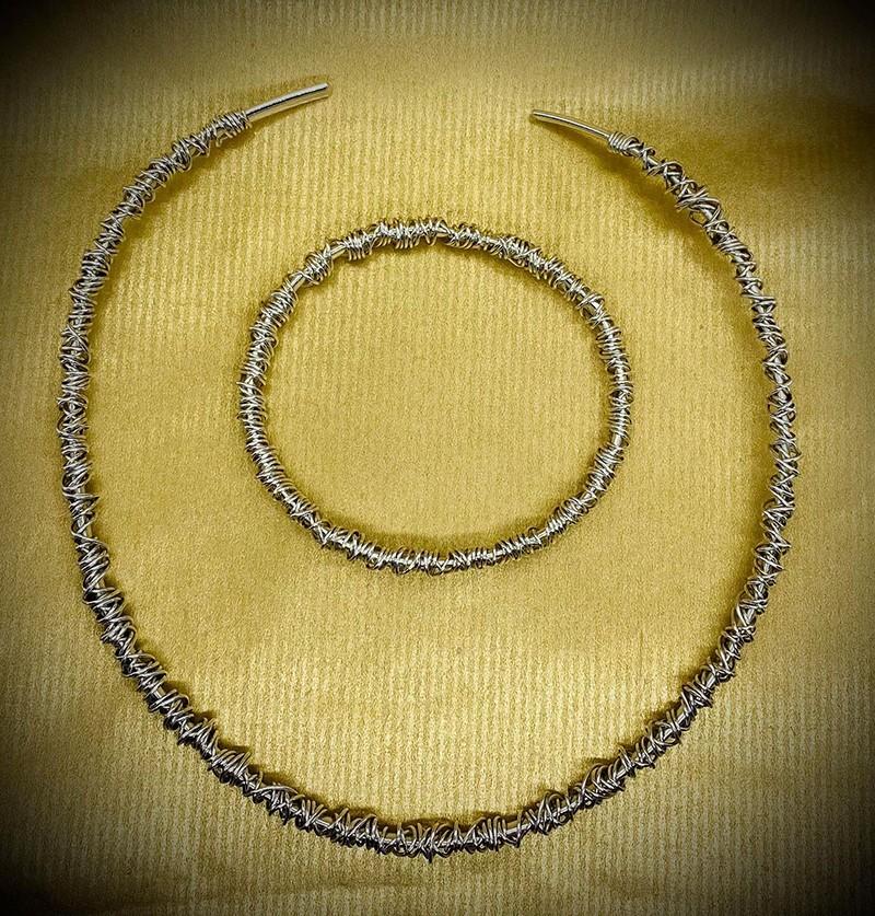 fine wrapraound bangle polished